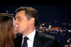"Поцелуй Карлы Бруни и Никола Саркози ""порвал"" Youtube"