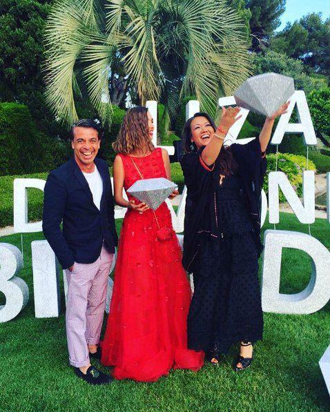 Валид и Лида Арфуш поздравляют Лизу (в центре)