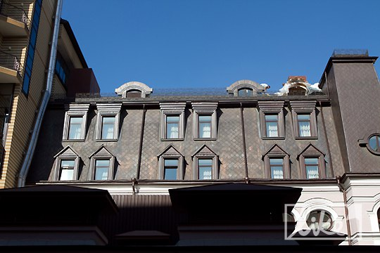 Верхний этаж - окна номера Бритни Спирс