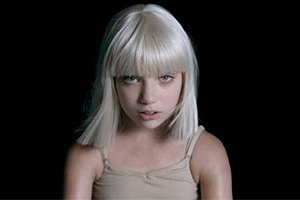 """Sia презентовала """"сумасшедший"""" клип с уже известной девочкой"""