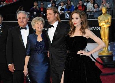 Анджелина Джоли с Брэдом Питтом и его родителями