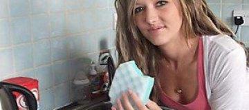 21-летняя британка питается поролоновыми губками и мылом