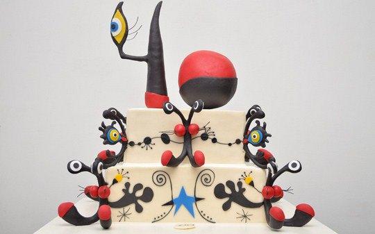 Торт на свадьбу Лайзы Минелли и Дэвида Геста. Паф Дэдди, Дженнифер Лопес и Синди Лопер тоже обращаются к Сильвии, когда хотят удивить гостей тортом на празднике