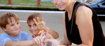 Сын Рудковской попросил биологическую мать оставить его в покое