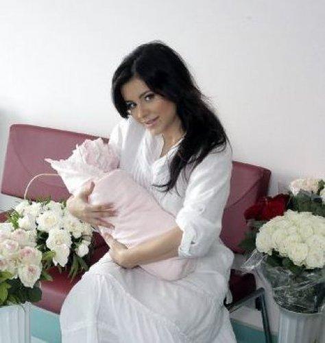 Ходят слухи, что Ани Лорак полностью переложила заботу о малышке на плечи нянь