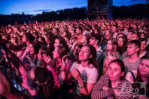 Все выступления вчера начинались позже заявленного, поэтому основные концерты прошли уже ночью