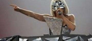 Леди Гага споет на русском языке