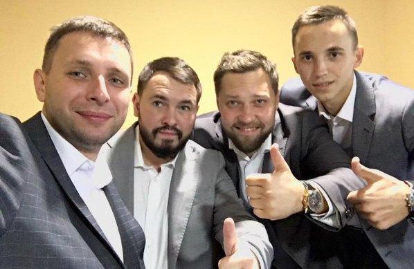 Владимир Парасюк и Андрей Лозовой (слева) сами еще не женаты, поэтому смогли стать шаферами Терехова