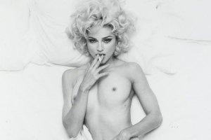 Голую Мадонну с сигаретой продали за $24 тыс.