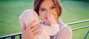 Елена Темникова впервые вывезла трехмесячную дочь за границу