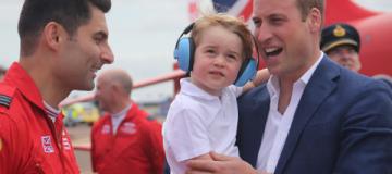 Двухлетний принц Джордж впервые посетил авиашоу