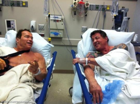 Сталлоне и Шварценеггер оказались на соседних больничных койках
