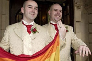 Датских геев и лесбиянок будут венчать в церкви