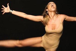 "Участница ""REAL O"" сделала пародию на клип ""Sia"""