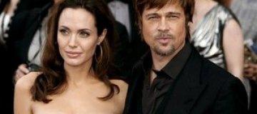 Джоли и Питт отмечают помолвку на вулканах