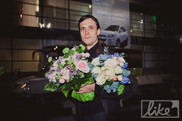 Президент НТКУ Егор Бенкендорф взял с собой два букета