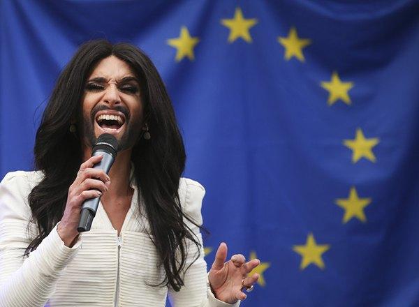 Кончита Вурст выступила перед Европарламентом