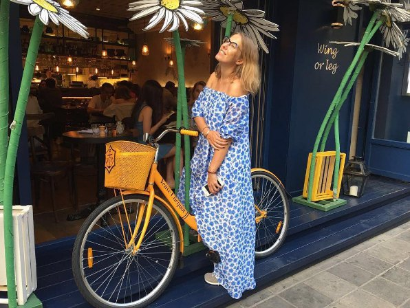 Ксения Собчак прокатилась по Москве на велосипеде