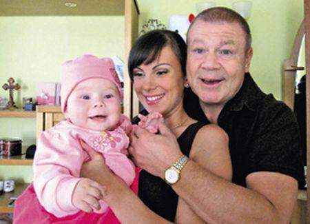 С Анной и маленькой дочкой Машенькой