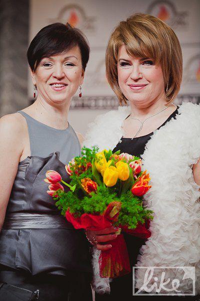 Жена Анатолия Кинаха Марина (справа)