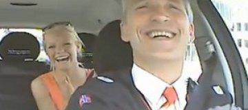 Норвежский премьер возил в такси подставных пассажиров