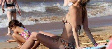 """Звезда """"Спасателей Малибу"""" отдохнула на пляже"""