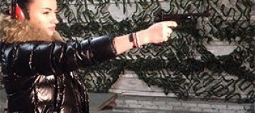Анастасия Приходько учится стрелять