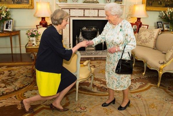 Тереза Мэй на приеме у королевы Елизаветы II в день вступления в должность