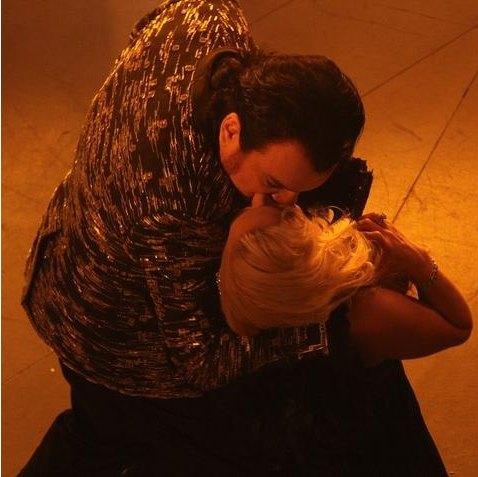 Филипп Киркоров целует Камалию