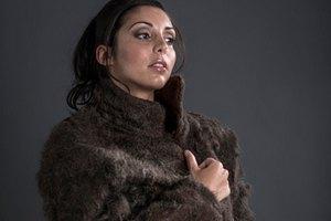 Дизайнеры создали пальто из волос с груди