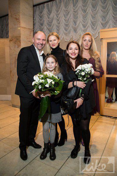 Александр Богуцкий с женой-нардепом Еленой Кондратюк с дочкой (слева)