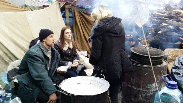 Гаврилюк и Ярина (в центре) во время Евромайдана