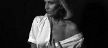 58-летняя Лайма Вайкуле схватила себя за грудь