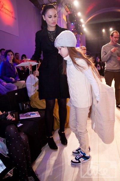 Маша Ефросинина привела на показ дочь Нану