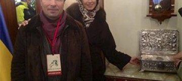 Коновалюк с женой помолился за Украину