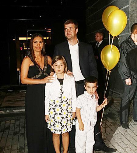 Виталина Ющенко с мужем и детьми