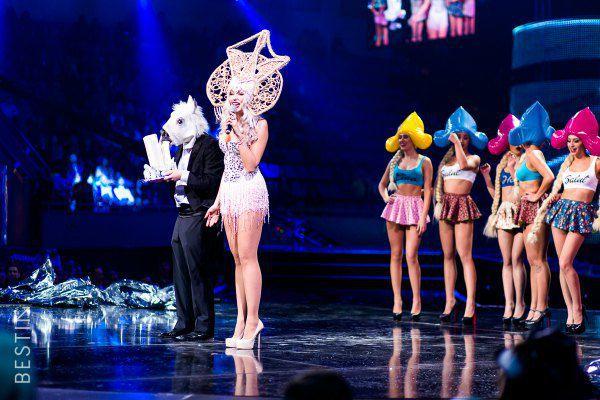 Оля Полякова наград не получила, но скромничать не стала и сама провозгласила себя певицей года