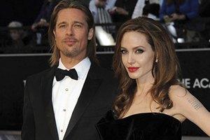 Джоли разозлилась на Питта из-за сайентологии