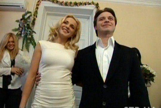 Лилия Ребрик и Андрей Дикий на росписи в ЗАГСе