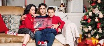 Кухар и Стоянов с сыном в рождественской фотосессии