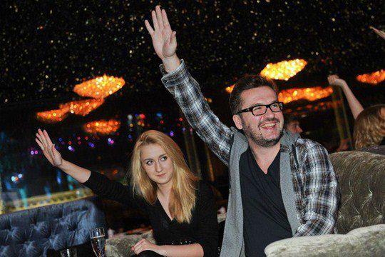 Александр Пономарев радуется вместе с дочерью Женей