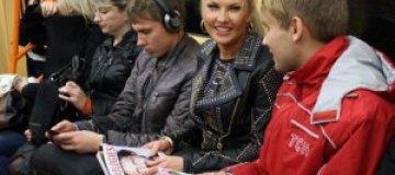 Жена миллионера Камалия проехалась в метро с охраной