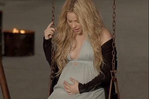 Шакира презентовала клип, где снялась перед самими родами