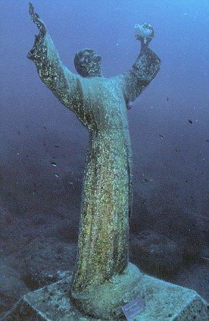 Статуя, которую мечтала увидеть Рианна