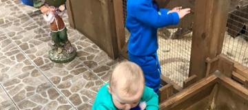 """Слава из """"НеАнгелов"""" свозила детей в зоопарк"""