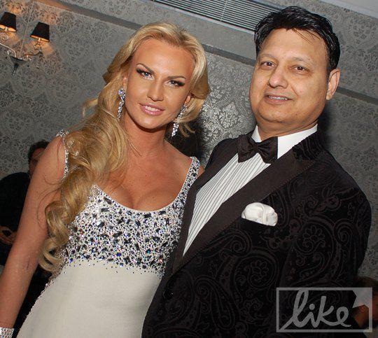 А вот и сама певица со своим мужем Мохаммадом Захуром