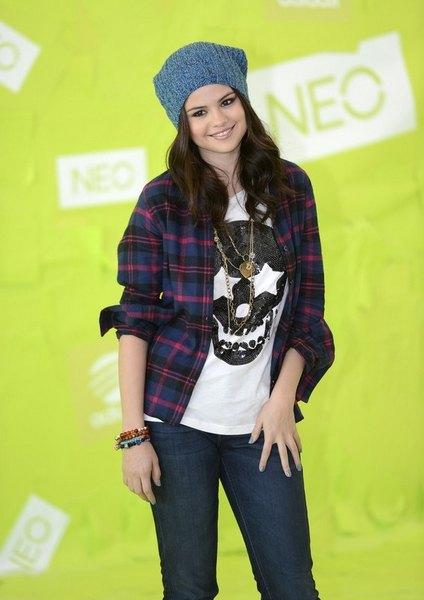 Селена Гомес стала новым лицом популярной линии Adidas NEO Label