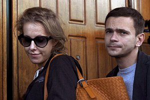 Собчак призналась, что Яшин критикует ее юбки и белье