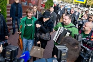 Дженнифер Лопес в Минске спела под баян