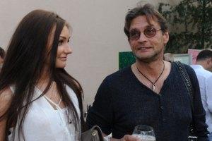 Домогаров показал новую девушку
